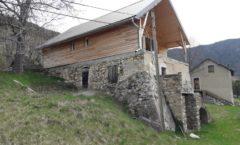 Sur élévation de maison en pierre à la Montage de Montmaur