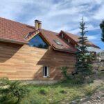 APRES travaux : isolation en fibre de bois et bardage en cèdre avec remplacement de la grande baie vitrée